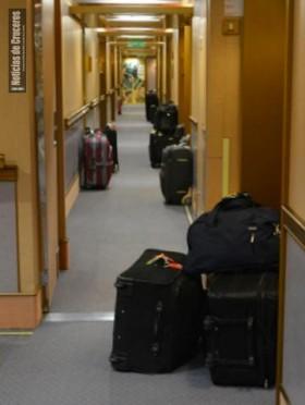 Valijas en el corredor