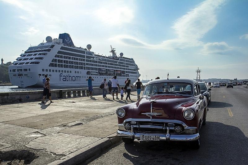 Arriba el Adonia a La Habana 3