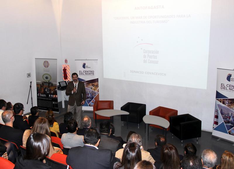 Presidente de la Corporación de Puertos del Cono Sur, Ignacio Covacevich, en seminario de cruceros en Antofagasta.