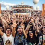 Fanáticos en el crucero 70.000 tons of metal
