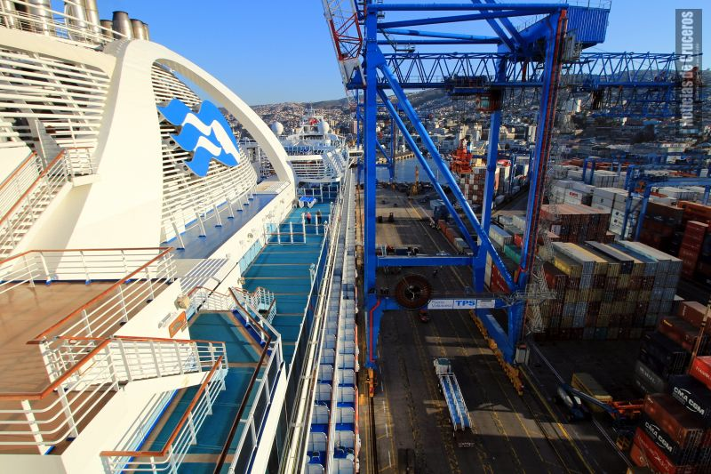 Crown_Princess_en_Valparaiso